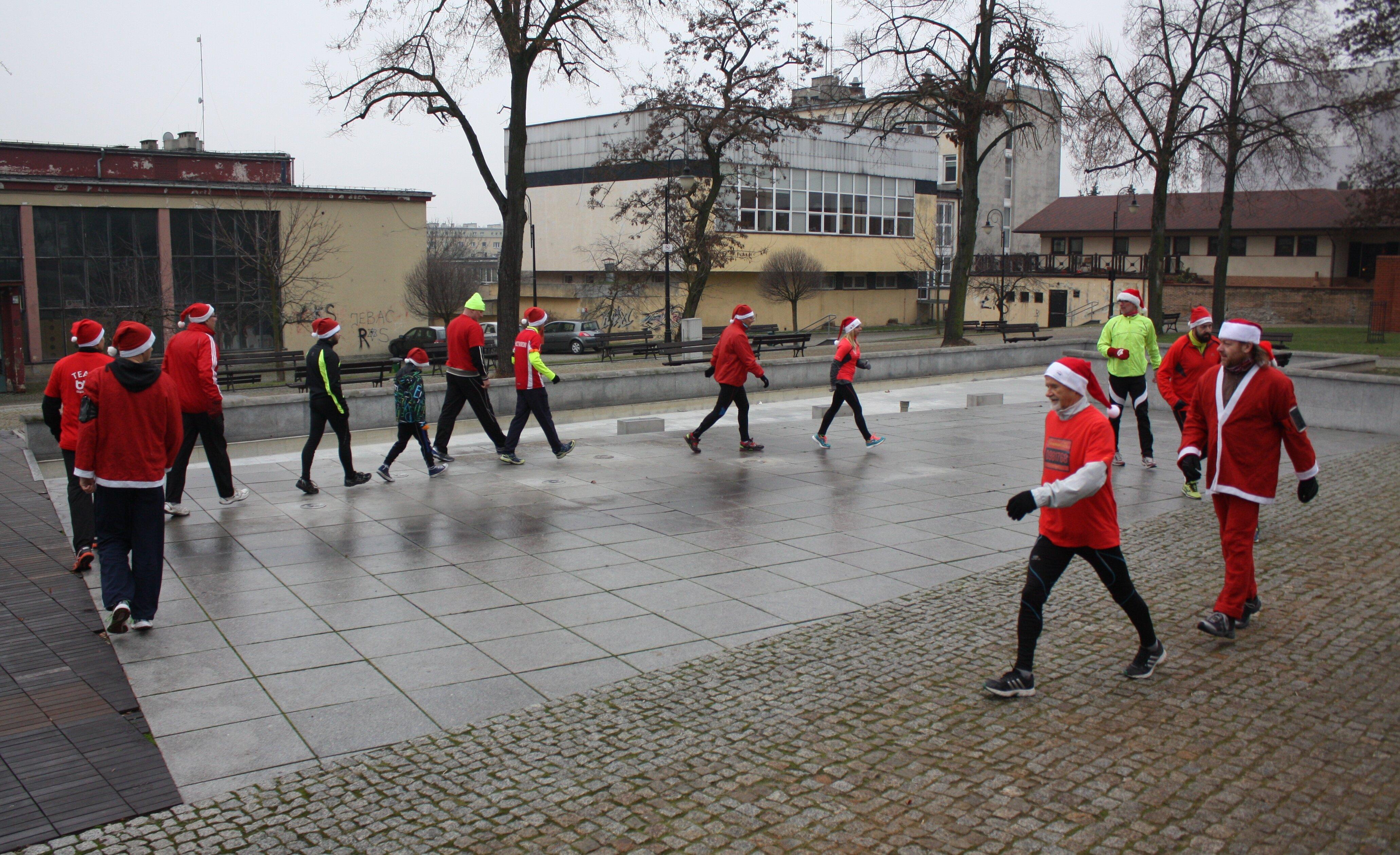 Mikołaje i Śnieżynki na treningu