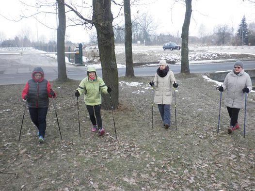 Mocna grupa Nordic Walking na treningu BiegamBoLubie
